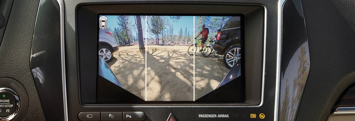 Camera phía trước cua Ford Explorer