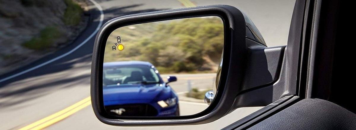 Dễ dàng phát hiện các phương tiện ở vùng khuất nhờ hệ thống BLIS® (Blind Spot Information System). Sau khi phát hiện có phương tiện nằm trong điểm mù, chiếc xe sẽ phát tín hiệu trên gương chiếu hậu để giúp tài xế tránh khỏi va chạm