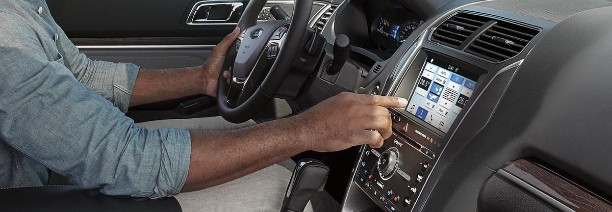 Được trang bị công nghệ hiện đại, cả thế giới dường như nằm trong tay bạn. Từ đỗ xe cho tới việc di chuyển, hệ thống camera và cảm biến của Explorer giúp việc lái xe trở nên dễ dàng và thuận tiện hơn.