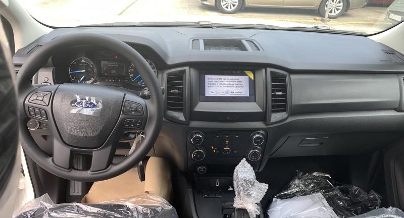 hình ảnh Ford Ranger XLS MT 2021 2022 mới màu đen tại Ford Bình Thuận