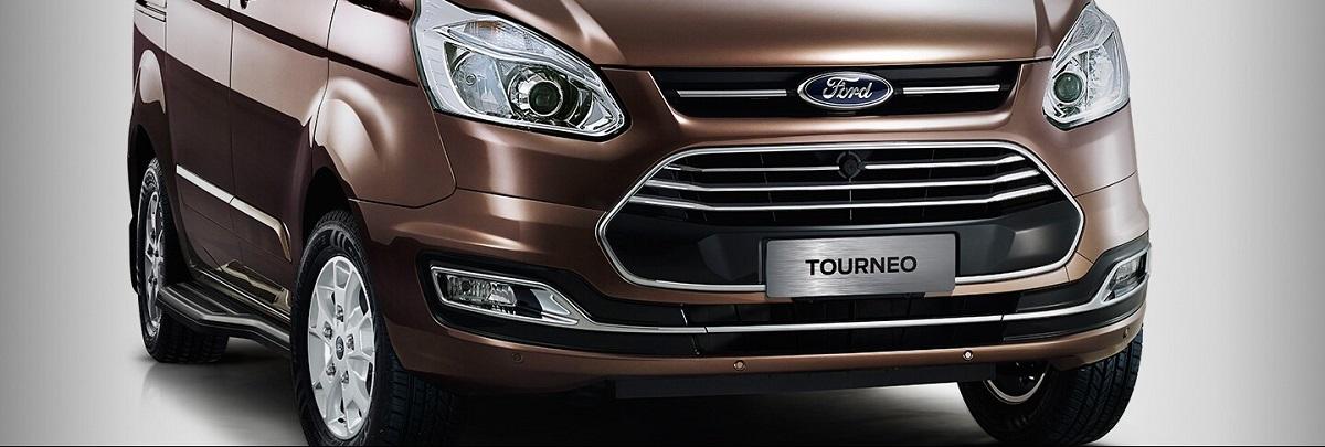phần Đầu Của Xe Ford Tourneo Mới